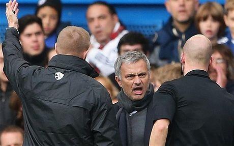 Jose Mourinho tiep tuc bi FA so gay - Anh 1