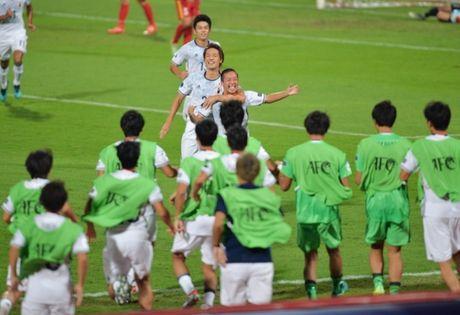 HLV Nhat giai thich viec dung doi du bi dau U19 Viet Nam - Anh 1