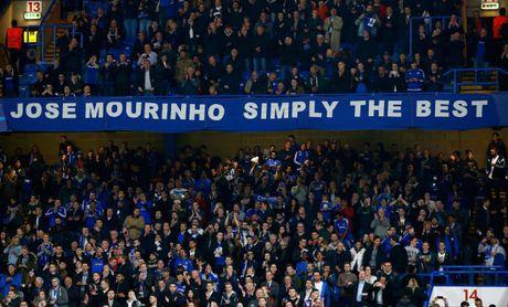Mourinho het loi ca ngoi fan MU - Anh 2