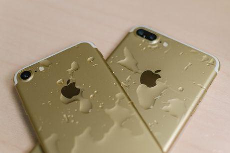 iPhone 8 co ba phien ban, than boc kinh - Anh 1