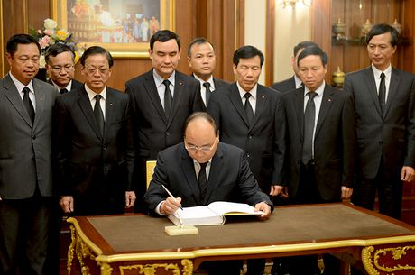 Thu tuong vieng Nha vua Thai Lan - Anh 2