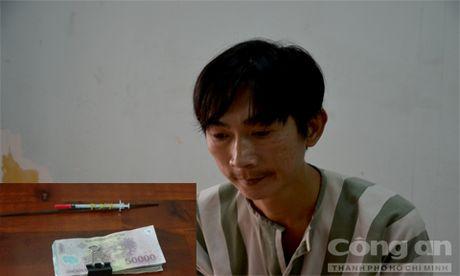 Bat 'con nghien' gay hon 300 vu tran lot tien cua tai xe o Sai Gon - Anh 1