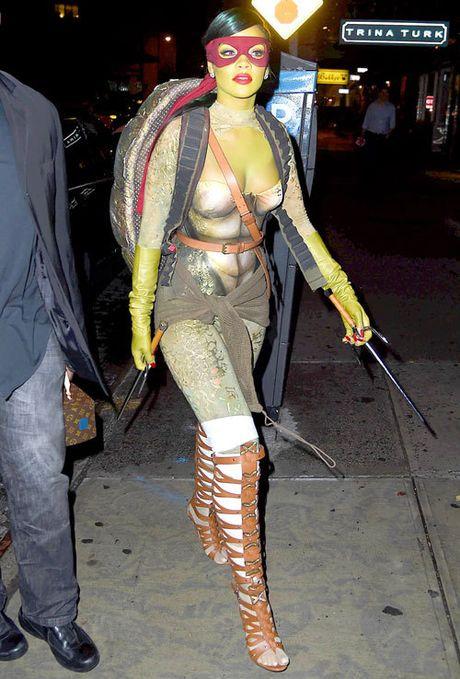 [Anh]: Trang phuc sexy cua sao Hollywood qua cac mua Halloween - Anh 4