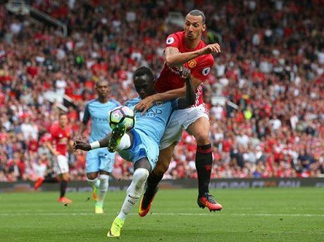 Thang Pep Guardiola, Mourinho chua het ap luc - Anh 1