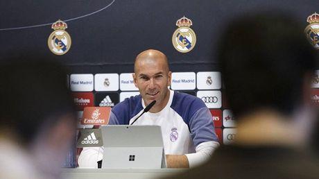 Zidane lap lung chuyen loai Ronaldo ra khoi doi chinh cua Real - Anh 1