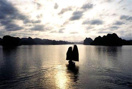 Huyen thoai Catherine Deneuve tro lai Viet Nam cung 'Dong Duong' - Anh 6