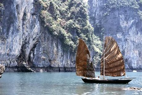 Huyen thoai Catherine Deneuve tro lai Viet Nam cung 'Dong Duong' - Anh 7