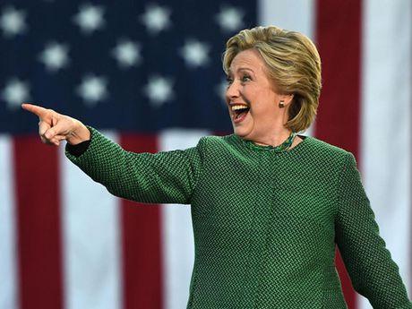 Ba Clinton dan diem truoc ong Trump trong cac cuoc tham do y kien moi - Anh 1