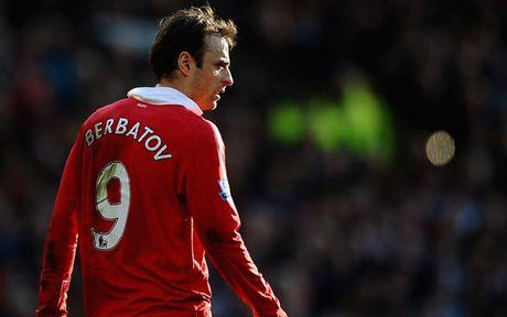 Zlatan Ibrahimovic va 'cai dop' so 9 o MU - Anh 8