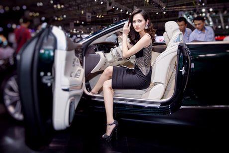 Hoa hau Dieu Linh goi cam ben sieu xe - Anh 3