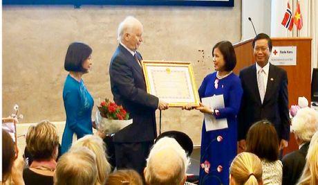 Viet Nam tang Huan chuong Huu nghi cho Cuu Ngoai truong Na Uy - Anh 1