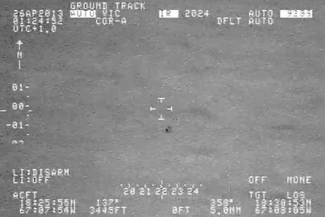 UFO tach lam doi 'thoat an thoat hien' tren bien - Anh 1