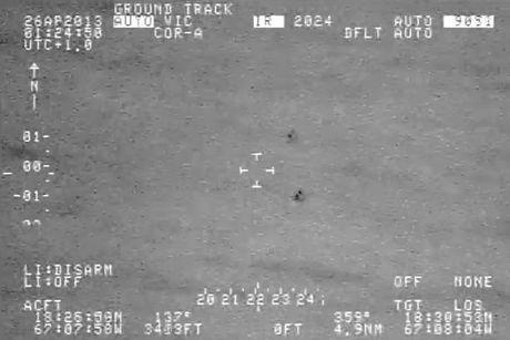 UFO tach lam doi 'thoat an thoat hien' tren bien - Anh 2