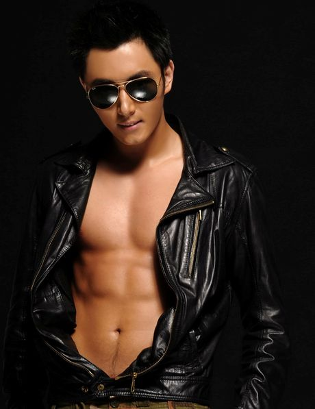 Choang voi 'Bao Cong' dien trai, co bap nhat man anh - Anh 5