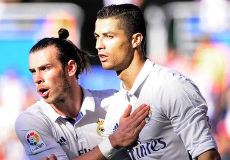 Ronaldo lap hat-trick, Real pha dop Alaves ngay tren san khach - Anh 1