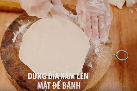 Cac buoc lam pizza cuc ngon bang noi com dien - Anh 6