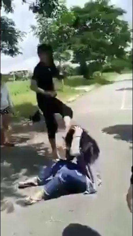 Tin moi nhat vu nu sinh bi nhom 'nu quai' danh hoi dong o TP HCM - Anh 1