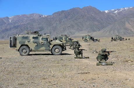 Day la mau xe boc thep danh bai Humvee huyen thoai? - Anh 10