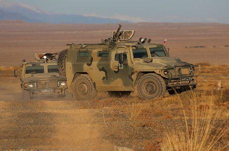 Day la mau xe boc thep danh bai Humvee huyen thoai? - Anh 3