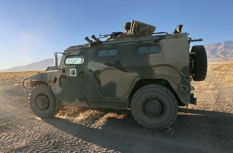 Day la mau xe boc thep danh bai Humvee huyen thoai? - Anh 4
