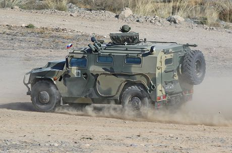 Day la mau xe boc thep danh bai Humvee huyen thoai? - Anh 5