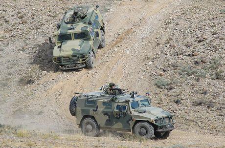 Day la mau xe boc thep danh bai Humvee huyen thoai? - Anh 6