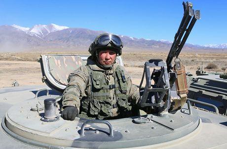 Day la mau xe boc thep danh bai Humvee huyen thoai? - Anh 9