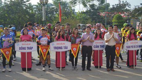 11 doi dua tham du Giai Xe dap duong truong toan quoc nam 2016 - Anh 1