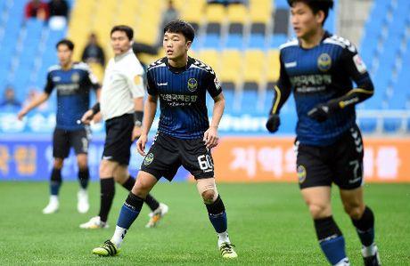 HLV Huu Thang truc tiep xem Xuan Truong da 71 phut o K-League - Anh 2