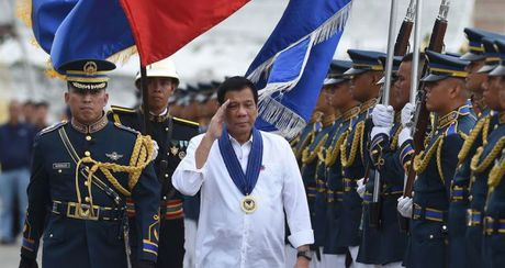 """Thuc chat cua chien luoc """"xoay truc"""" sang Trung Quoc cua ong Duterte - Anh 1"""