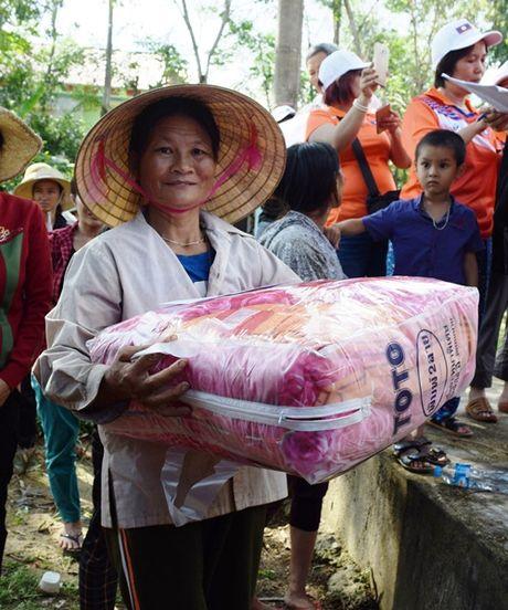 Hoi tieu thuong Vieng Chan Lao di xuyen ngay dem, cuu tro vung lu - Anh 3