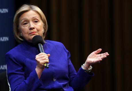 Hillary Clinton gap rac roi lon ngay truoc ngay bau cu - Anh 1