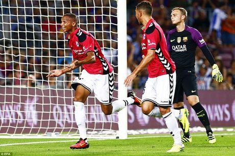 Real Madrid day than trong khi lam khach san Mendizorrotza - Anh 1