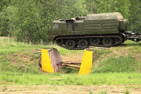 Kha nang dac biet cua 'vua xe dia hinh' banh xich S-300 Vityaz - Anh 13