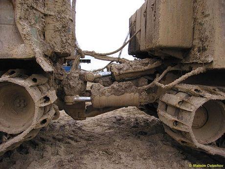 Kha nang dac biet cua 'vua xe dia hinh' banh xich S-300 Vityaz - Anh 18