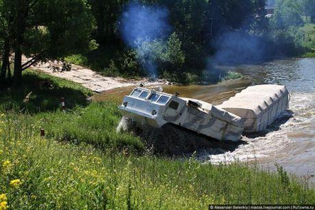 Kha nang dac biet cua 'vua xe dia hinh' banh xich S-300 Vityaz - Anh 28