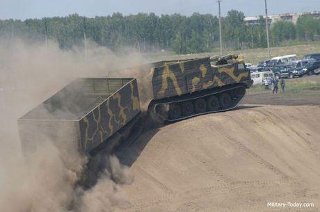 Kha nang dac biet cua 'vua xe dia hinh' banh xich S-300 Vityaz - Anh 2