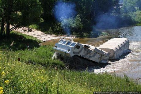 Kha nang dac biet cua 'vua xe dia hinh' banh xich S-300 Vityaz - Anh 4