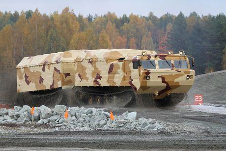 Kha nang dac biet cua 'vua xe dia hinh' banh xich S-300 Vityaz - Anh 8