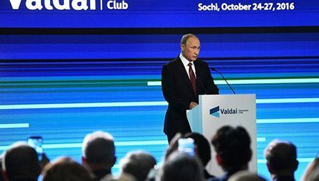 Nhung tuyen bo 'dam chat Putin' tai cau lac bo chinh tri Valdai - Anh 2