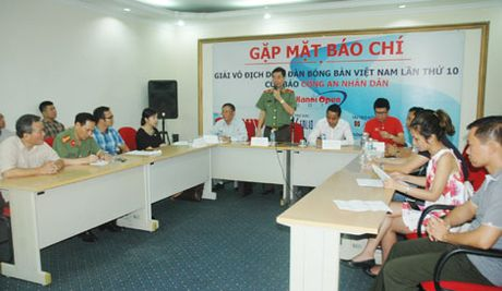 800 VDV tham du Giai vo dich Dien dan bong ban Viet Nam tranh Cup Bao CAND - Anh 2