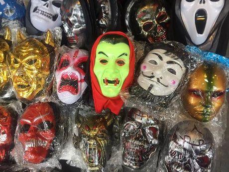 Do choi Halloween: Hang Viet hiem co, kho tim - Anh 1