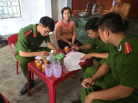 Triet pha co so san xuat thuoc Dong Y trai phep - Anh 2