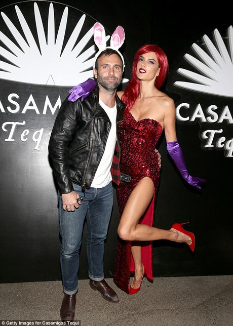 Alessandra Ambrosio dien vay xe cuc cao o tiec Halloween - Anh 3