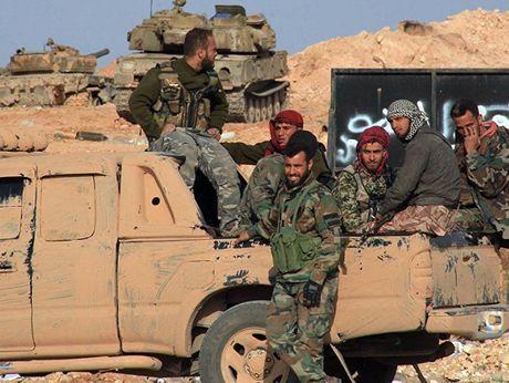 Giao tranh du doi giua quan doi Syria va phien quan khap thanh pho Aleppo - Anh 1