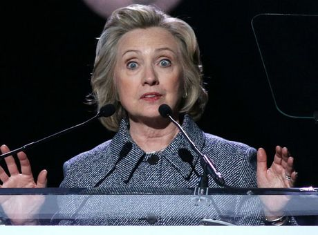FBI mo lai dieu tra ba Hillary Clinton dung email ca nhan - Anh 1