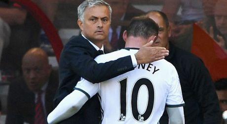 Mourinho khang dinh Rooney van o lai M.U va se ra san toi nay - Anh 1
