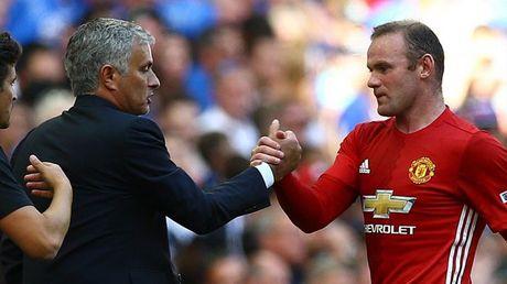 Mourinho khang dinh Rooney van o lai M.U va se ra san toi nay - Anh 2