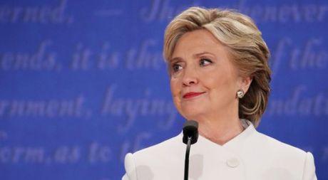 Hillary Clinton yeu cau FBI dang tai email bi mat moi cua ba - Anh 1