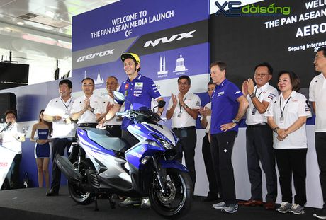Valentino Rossi ven man tay ga the thao Yamaha NVX 155cc hoan toan moi - Anh 1